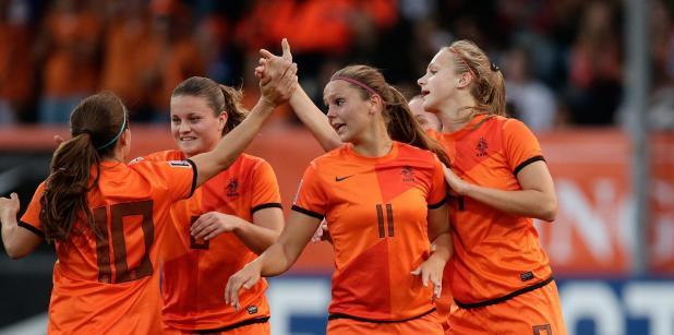 25/10 Oranjevrouwen winnen in Schotland